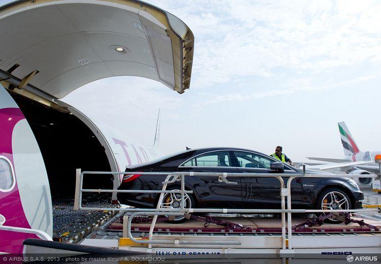 A330-200 F Qatar loading Mercedes 3