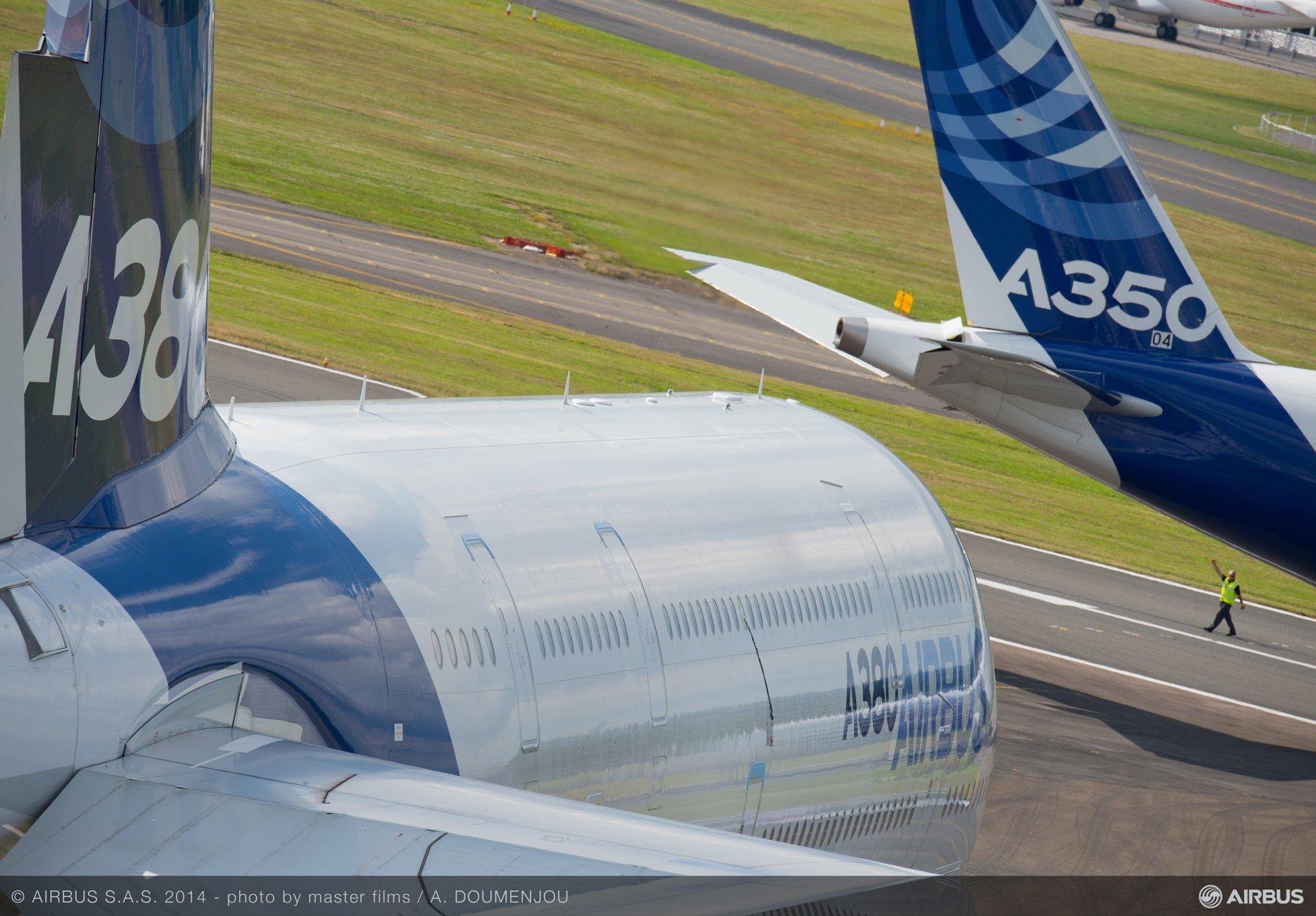 A350 XWB landing at Farnborough Airshow-2