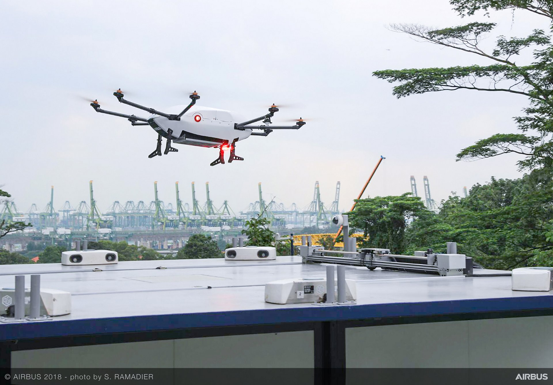 First demo flight of parcel delivery drone 'Skyways'