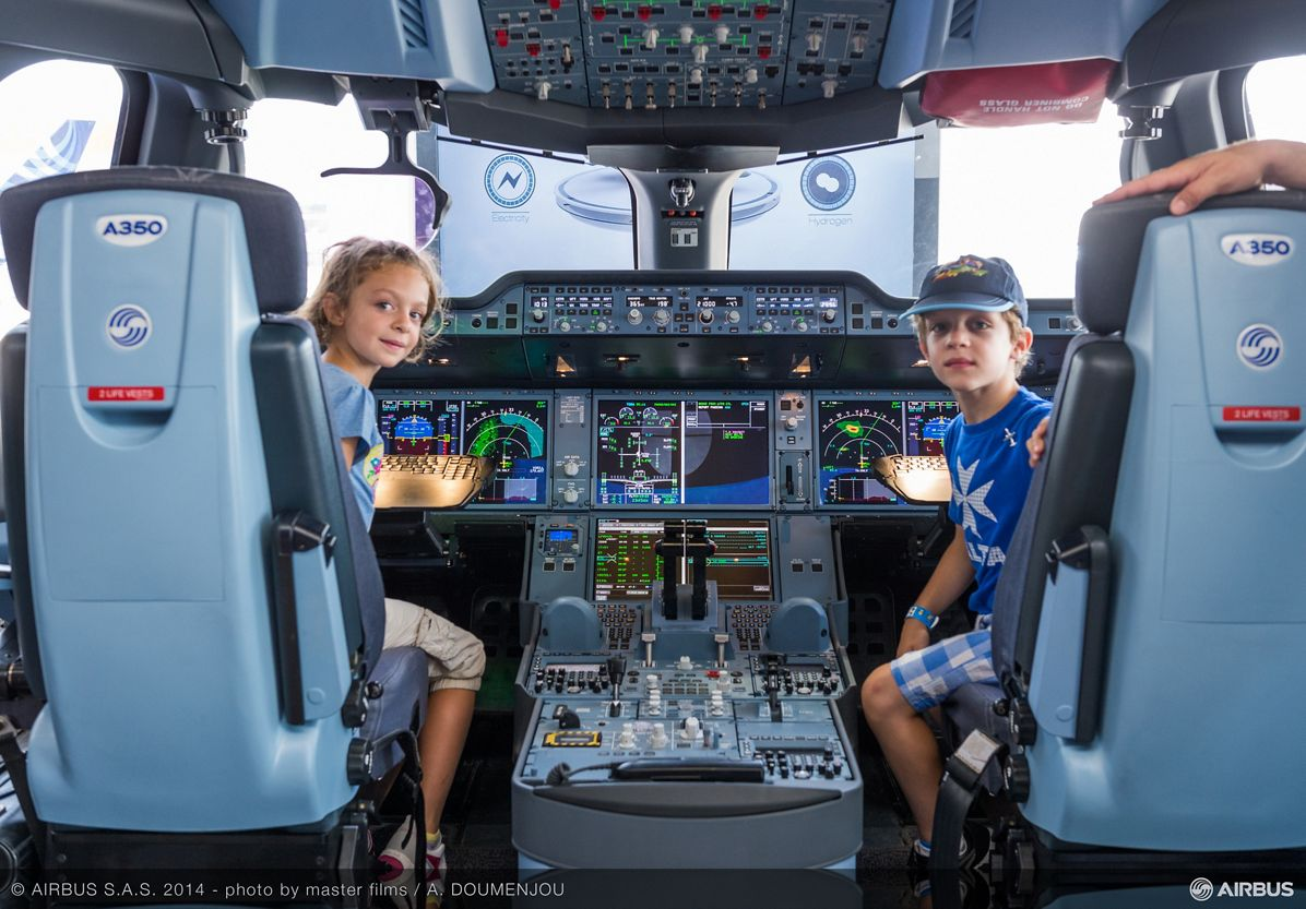Airbus stand-350 XWB future pilots