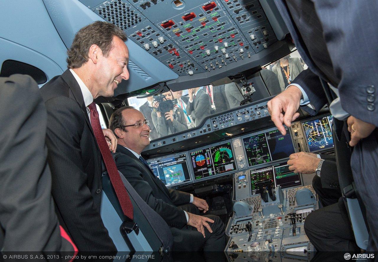 Bourget 2013 Francois Hollande visit 6