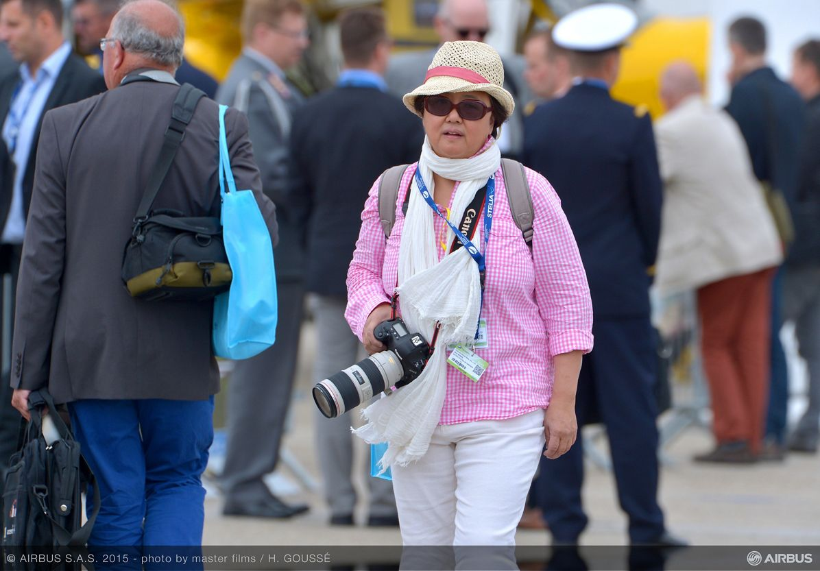 Bourget 2015 day 1 ambience pink lady