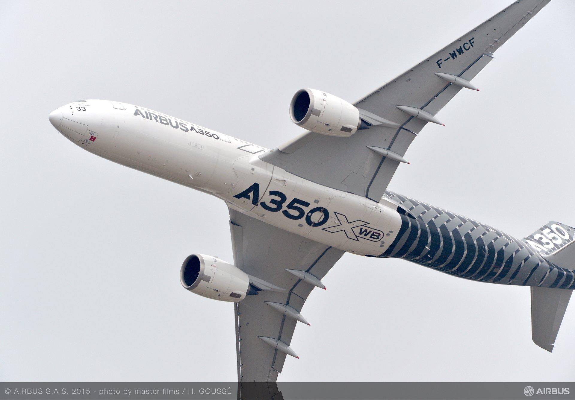 Paris Air Show 2015_A350 XWB flying display 3