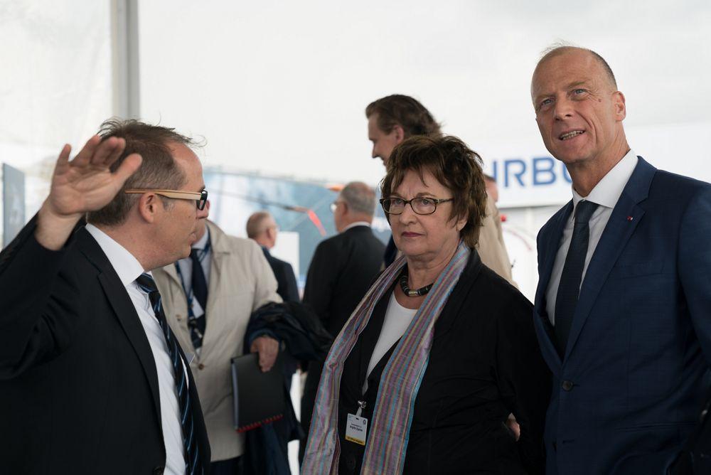 Brigitte Zypries visiting Airbus