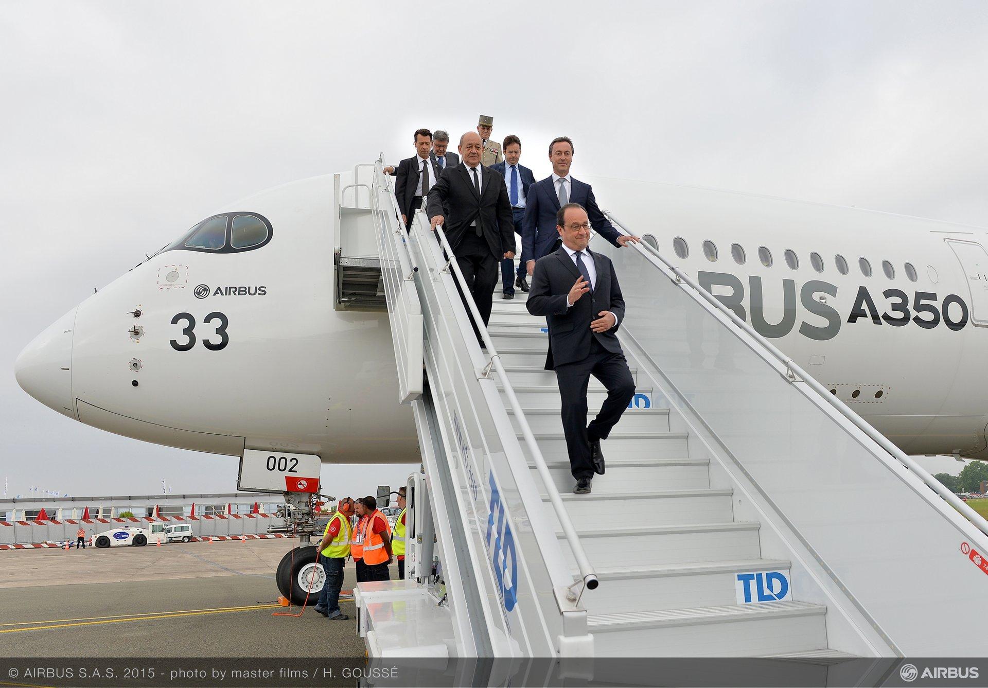 Paris Air Show 2015_Hollande arrival 1