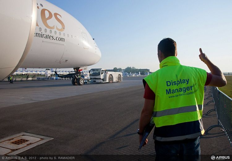 ILA Day1 Arrival of Emirates A380 4