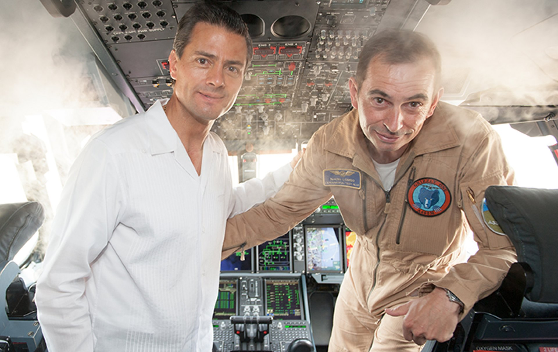 "President of Mexico, Enrique Peña Nieto, in the  Airbus A400M cockpit with Experimental Test Pilot Ignacio ""Nacho"" Lombo"