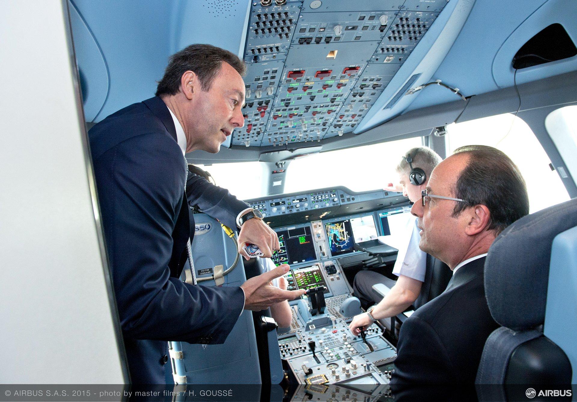Paris Air Show 2015_Hollande Brégier A350 XWB cockpit 2