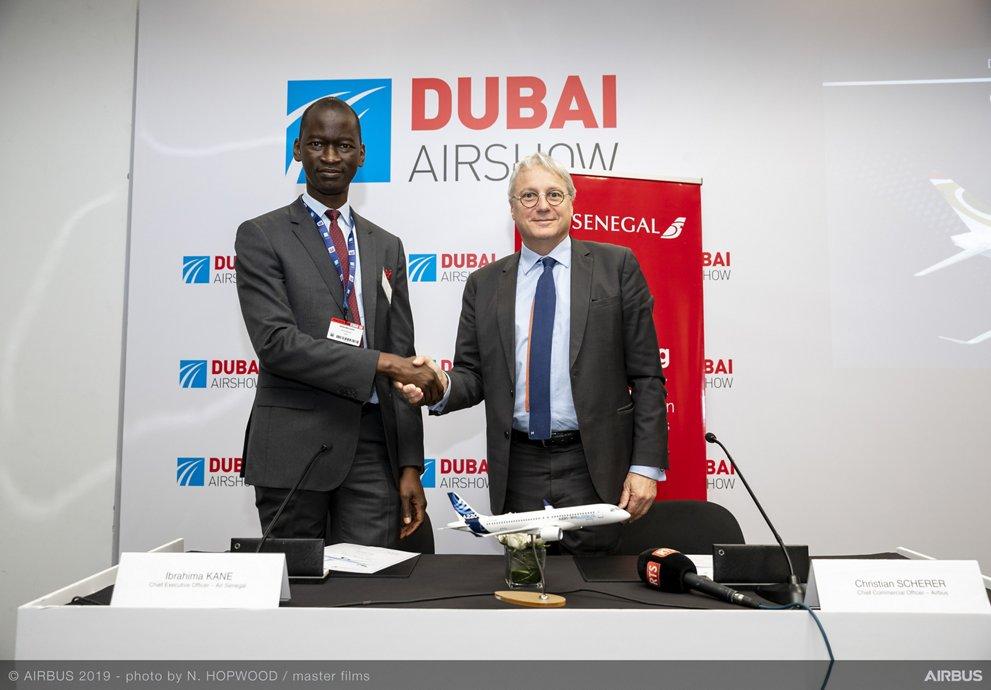 Firma del acuerdo entre Air Senegal y Airbus por el A220-300.