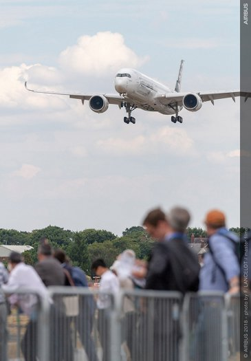 A350-1000 Flying Display - FIA2018 - Day 01