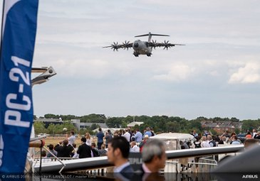 A400M Flying Display - FIA2018 - Day 03
