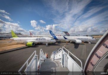 Static Display Ambiance - FIA2018 - Day 02 A220 Air Baltic, A220 Airbus, A350-100 Qatar Airways