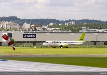 PAS2019 - A220-300 airBaltic arrival