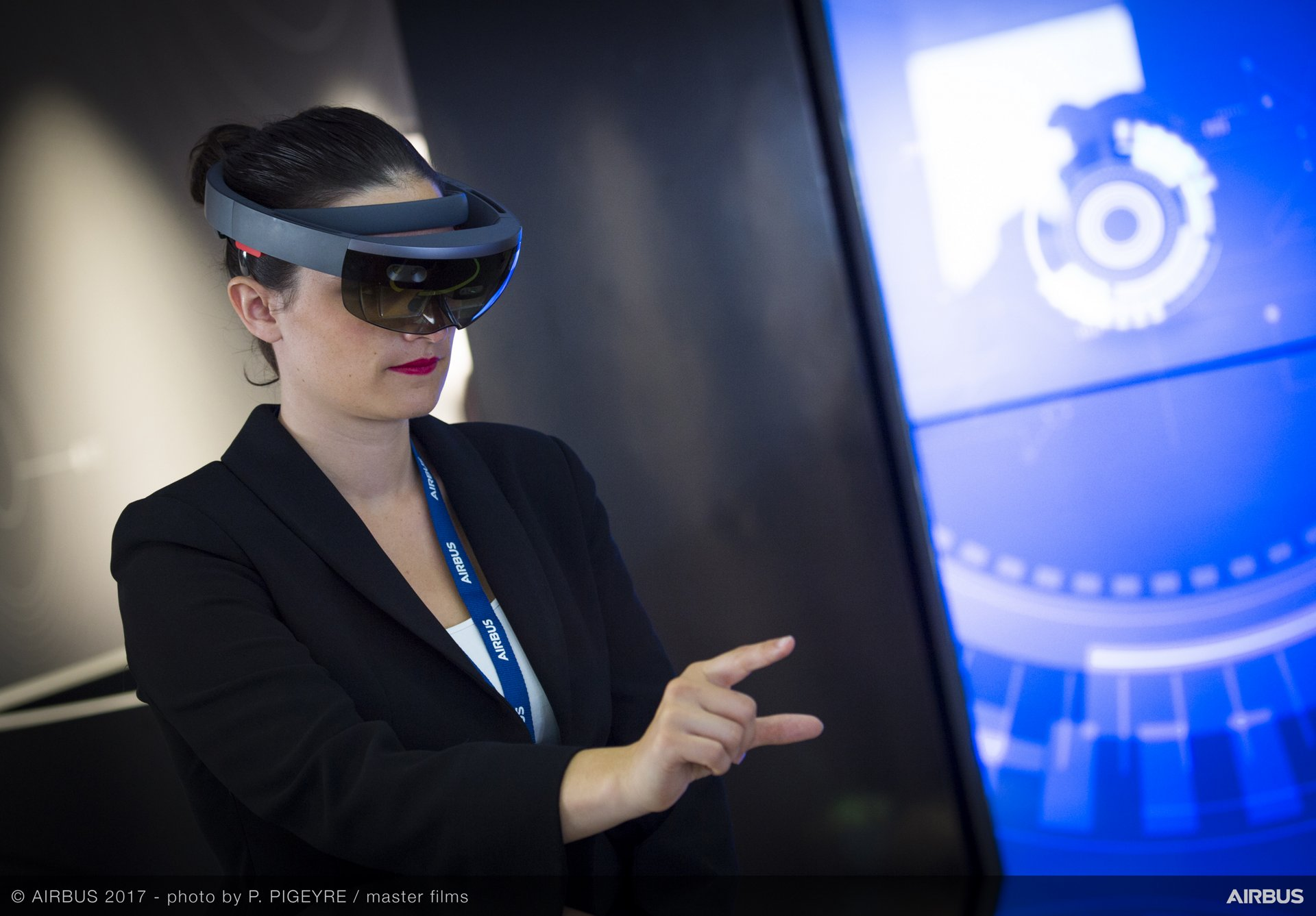Airbus' Digital Accelerator integrates new-generation digital technologies – including virtual reality headsets – into the company's operations.
