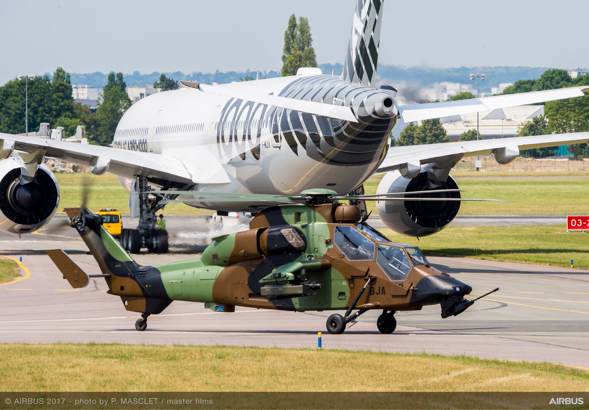 Tiger and A350-1000 Flying Display - 21 June PAS 2017