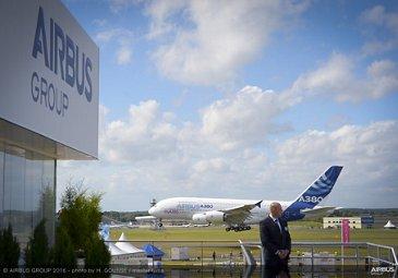 Farnborough Airshow_A380 arrival 1