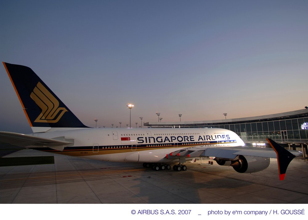 Singapore Airlines received its first A380 commercial aircraft in 2007 at the Airbus Delivery Centre in Toulouse, France.