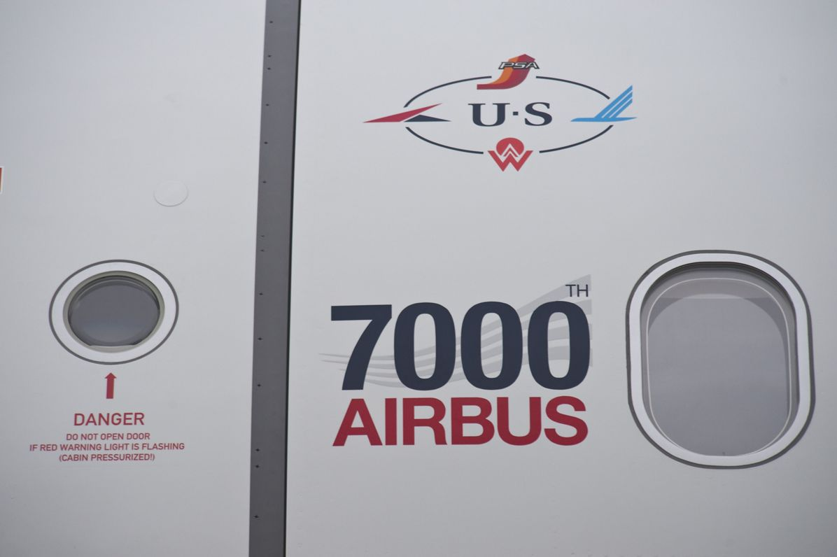 A321 US Airways 7000th delivery logo close up