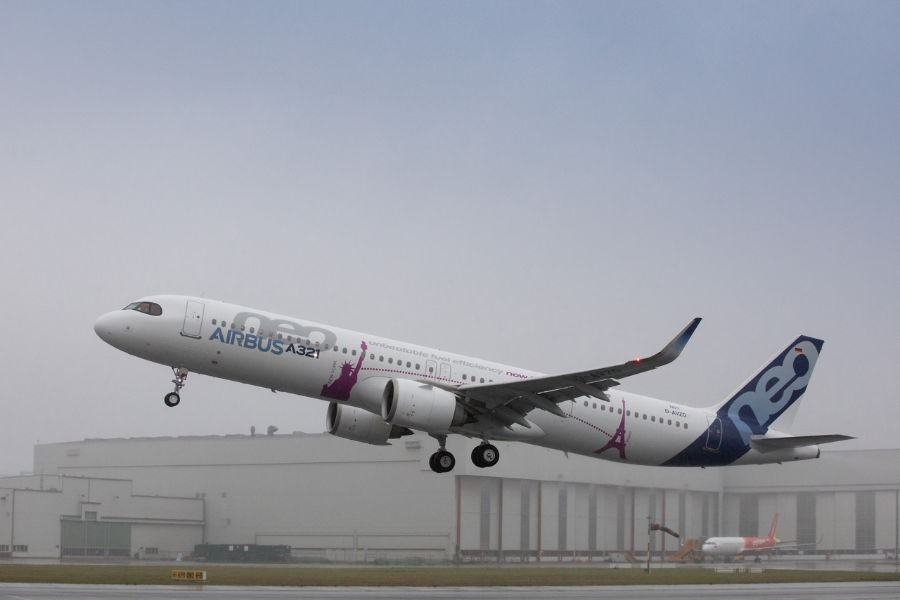 The first A321LR takes to the skies for its maiden flight, commencing its flight test programme