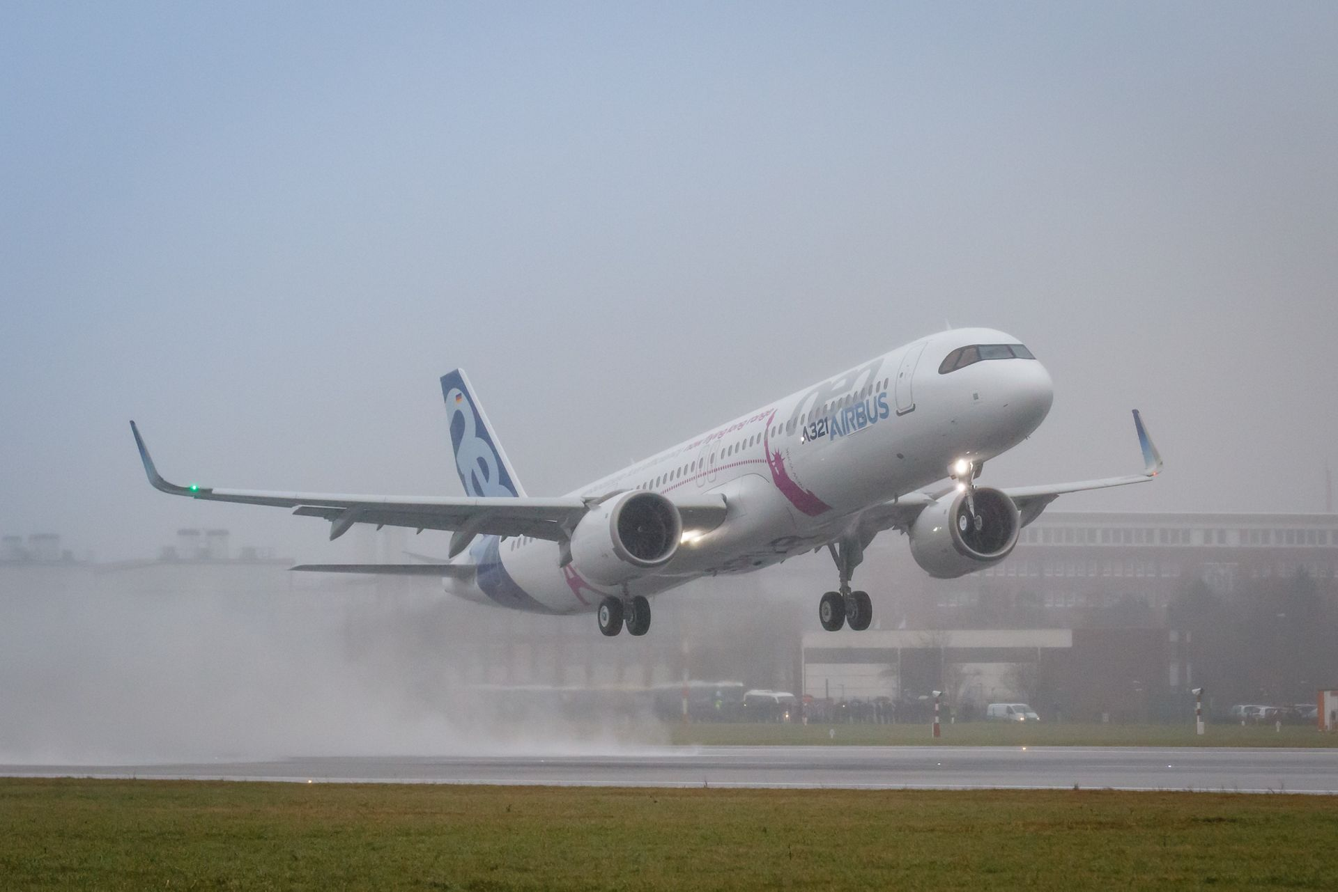 31 Press Conference >> First A321LR takes to the skies for its maiden flight