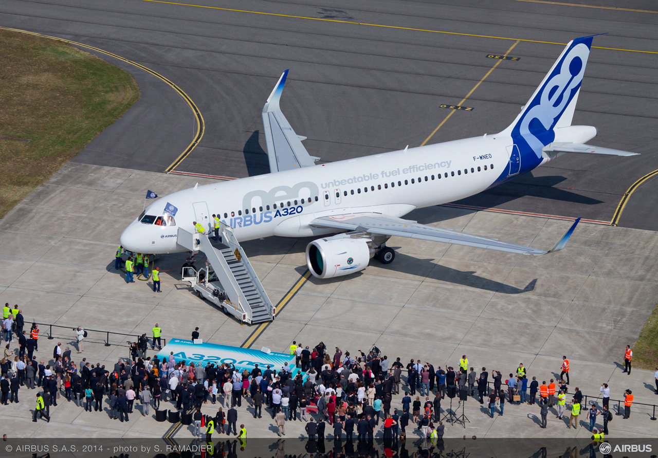 A crowd – including top executives from Airbus, its Airbus parent company and NEO programme partners – gathered at Toulouse-Blagnac Airport on 25 September 2014 to witness the historic first NEO flight