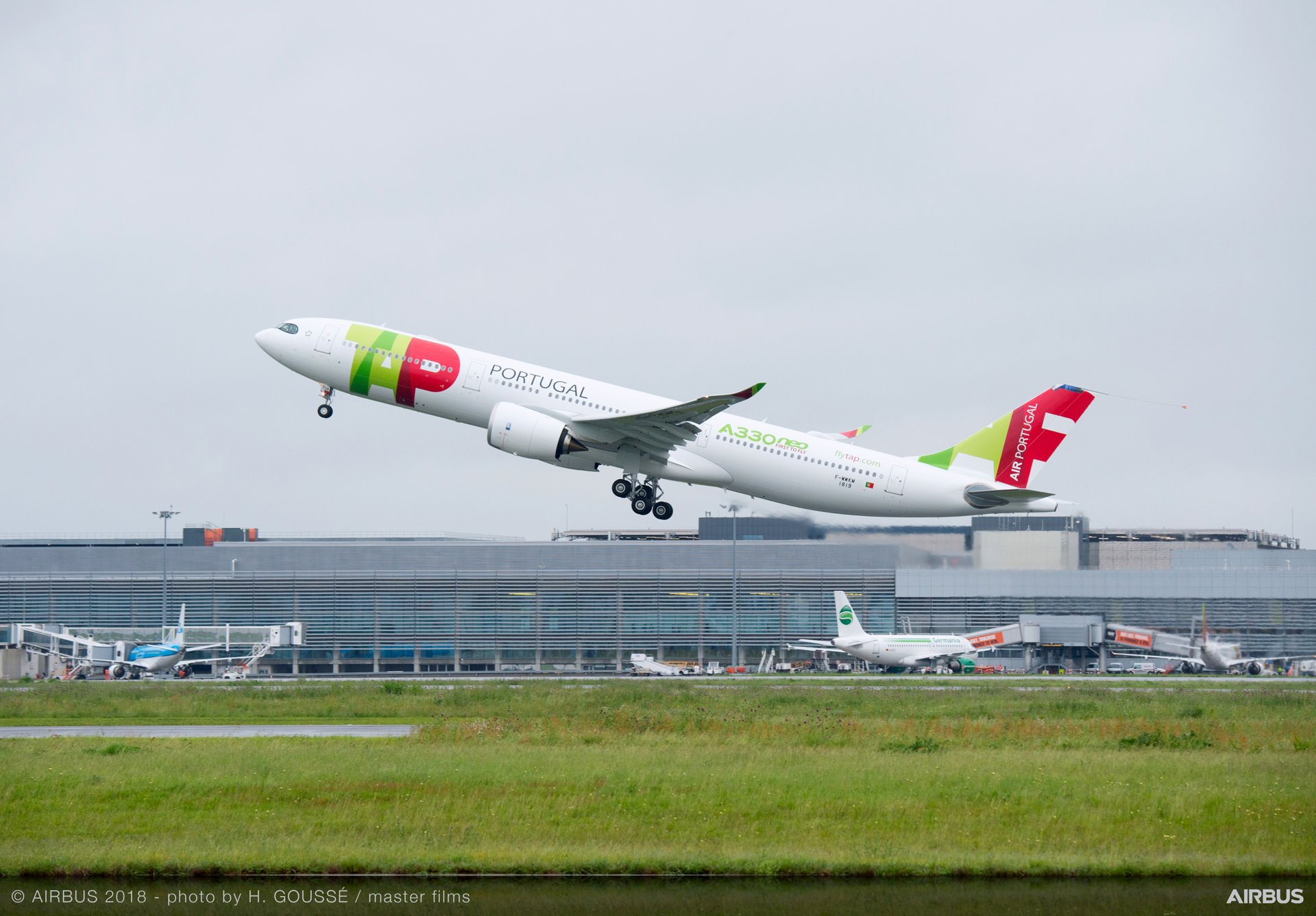 The first A330-900 production aircraft, which made its maiden flight on 15 May 2018, has been fully equipped with an Airspace by Airbus cabin and painted in launch operator Tap Air Portugal's colours for its worldwide tour to demonstrate the aircraft's readiness for airline operations