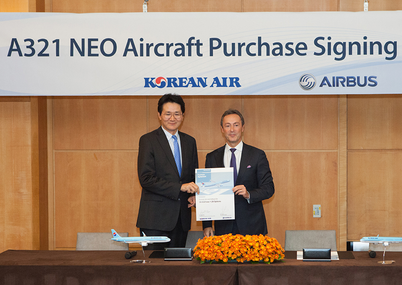 Korean Air's firm order for 30 A321neo aircraft – plus 20 options – is marked by Walter Cho Won Tae, Korean Air Executive Vice President and Airbus President and CEO Fabrice Brégier