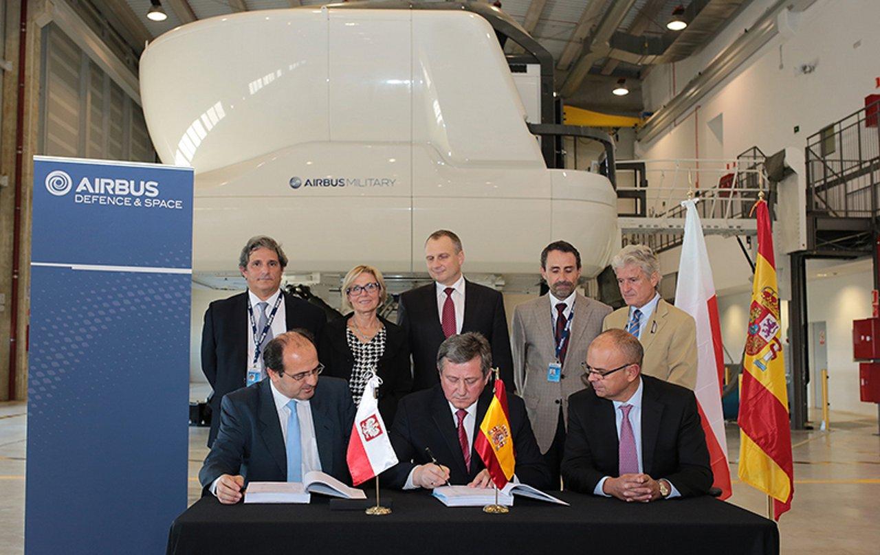 Contract signature with Poland for C295 full-flight simulator
