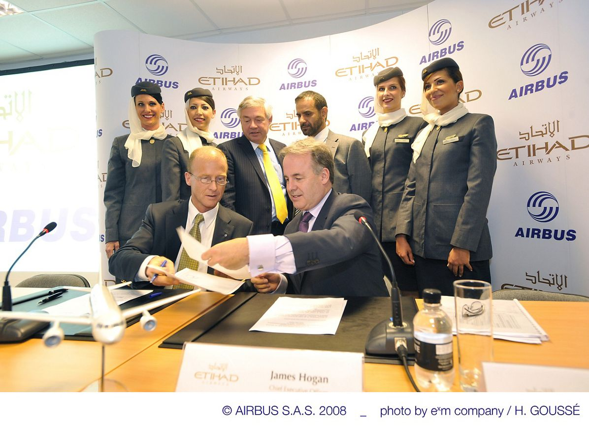 Etihad_signing_ceremony1_14Jul08