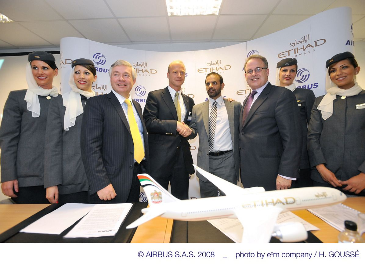 Etihad_signing_ceremony2_14Jul08
