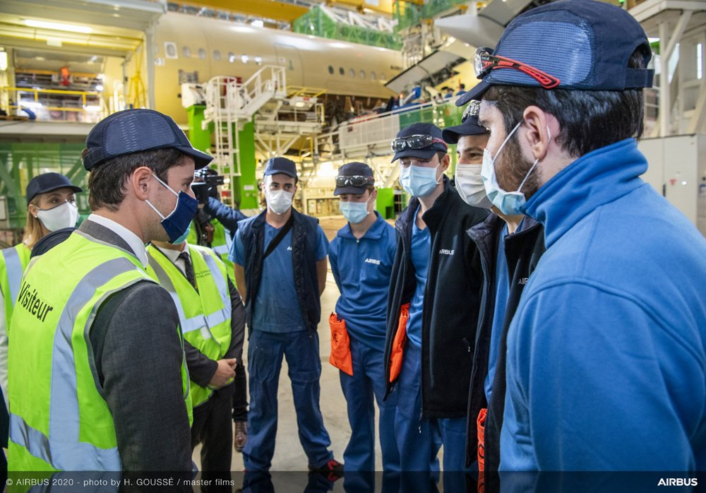 Gabriel Attal (French Government Spokesman) visiting FAL A350 in Toulouse with Airbus High School students