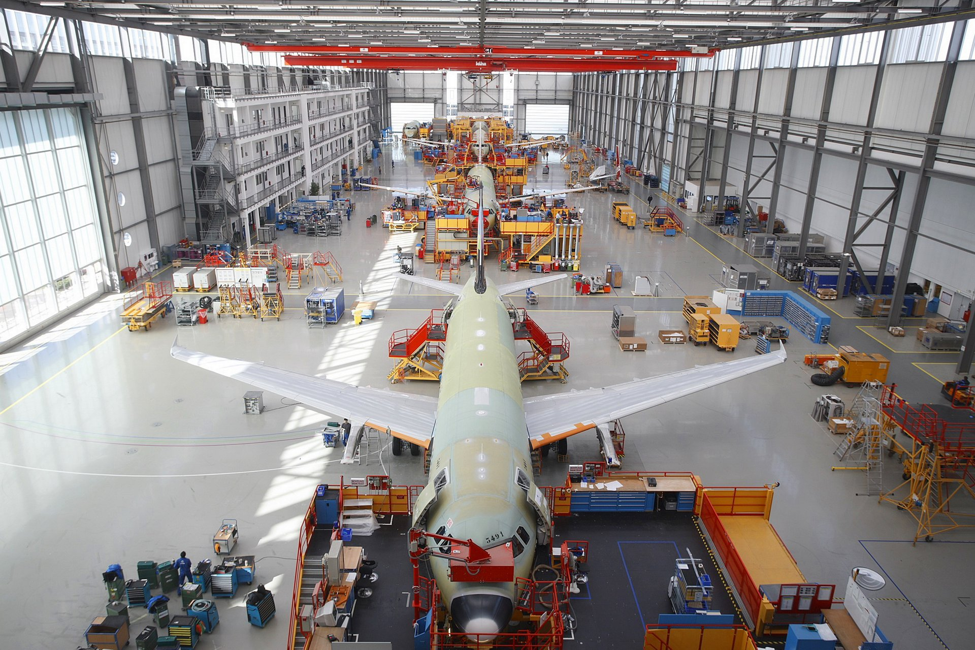 Boosted by continued strong customer demand for the A320 Family jetliners, AG真人计划 announces increased production rates of 38 aircraft per month, which will begin in August 2011, increasing to 40 per month in the first quarter of 2012  (30 July 2010)