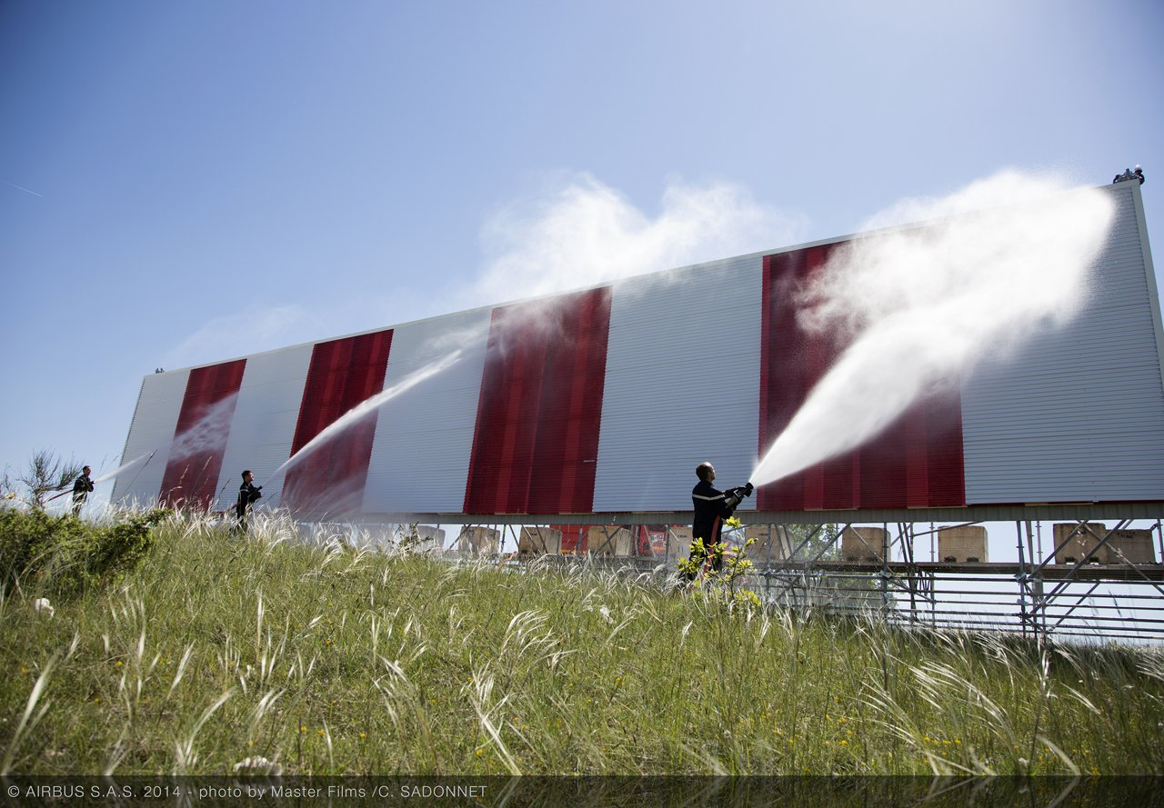 Thin-panel stealthy building technology at Cahors Airfield