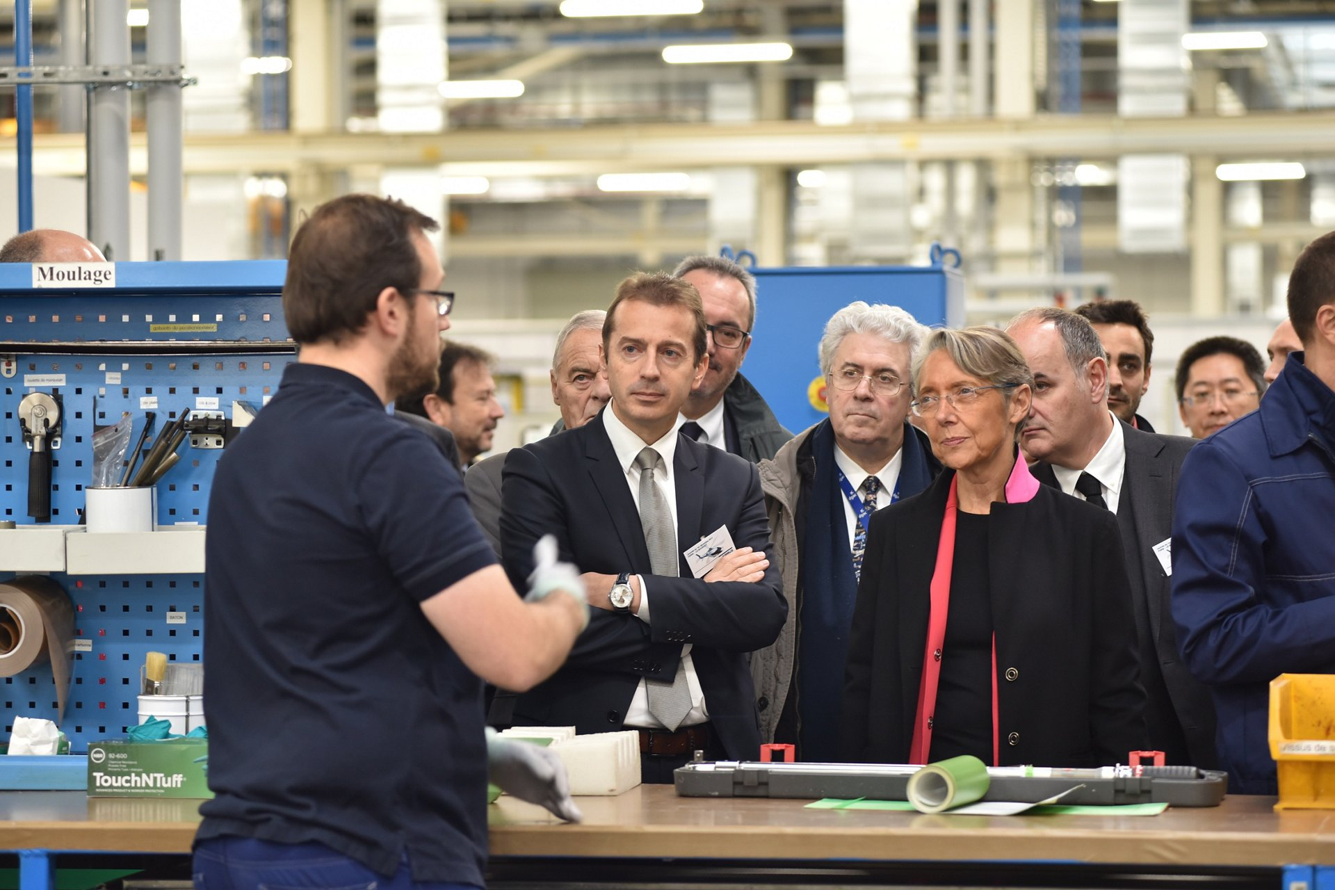 Élisabeth Borne, French Minister of Transport, with Guillaume Faury, CEO of Airbus Helicopters, touring the Paris-Le Bourget blades production site following the opening ceremony on Friday 1 December.