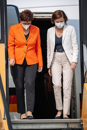 Defence Ministers of Germany and France visit Airbus in Manching (21)