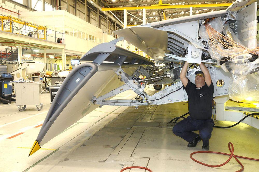 A400M composite wing flap, UK-Filton-1