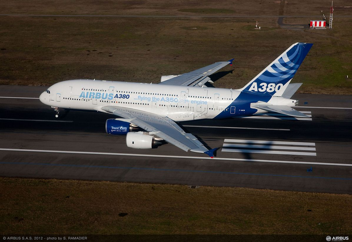 A350 Trent XWB engine first flight on A380 landing