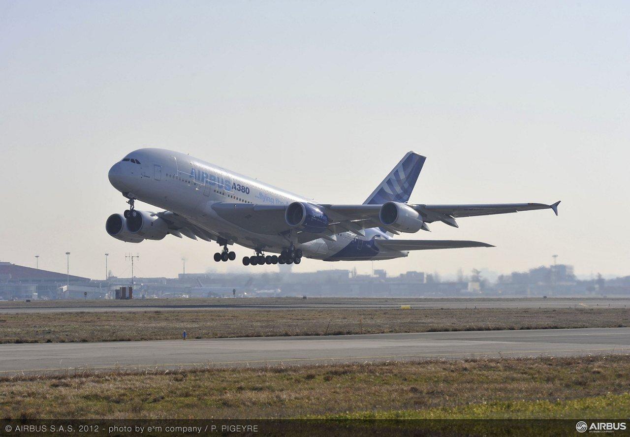 A350 Trent XWB engine first flight on A380 take off