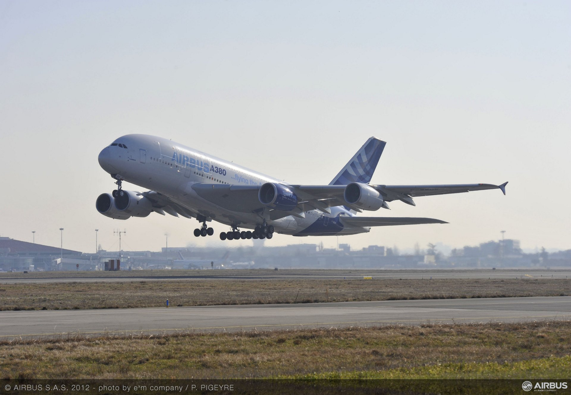 A350 Trent XWB engine first flight on A380 take off