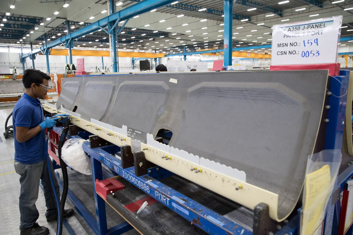 Airbus A350 XWB J Panel wing component