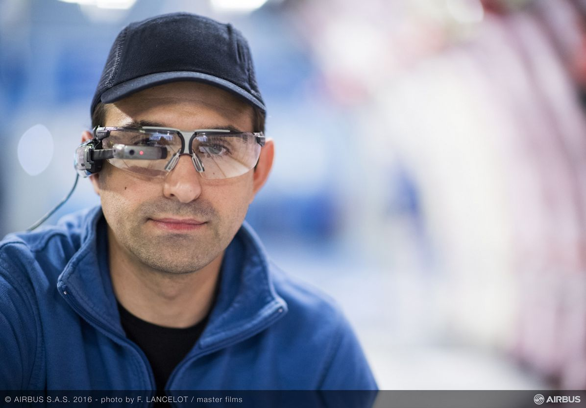 Smart glasses_Aircraft outfitting 1