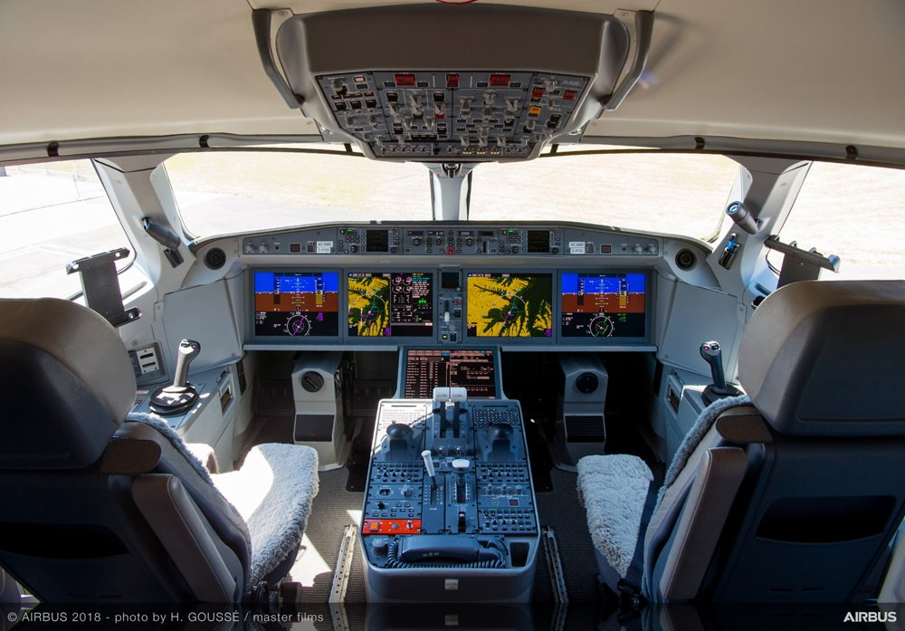 The cockpit configuration for Airbus' A220 jetliners enables pilots to fly its two versions –the A220-100, and its longer-fuselage A220-300 variant – with the same type rating, facilitating the family's addition to an airline's fleet