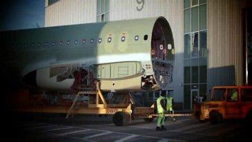 """第一架装有""""鲨鱼""""的A319飞机交给了美国航空公司"""