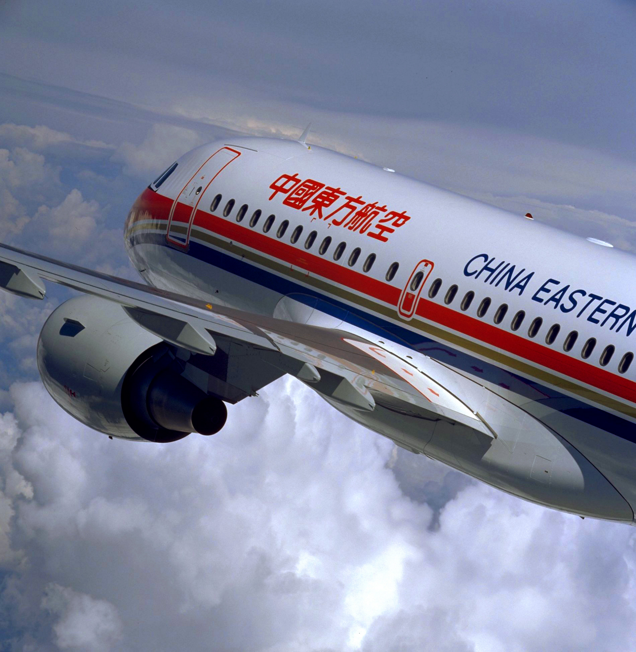 A side view of an in-flight Airbus A320 aircraft in China Eastern Airlines' livery.