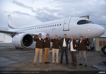 Flight crew for record-setting ACJ319neo test flight