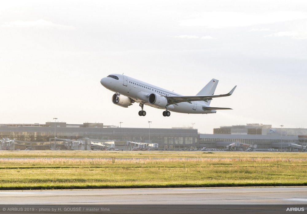 Takeoff of record-setting ACJ319neo test flight