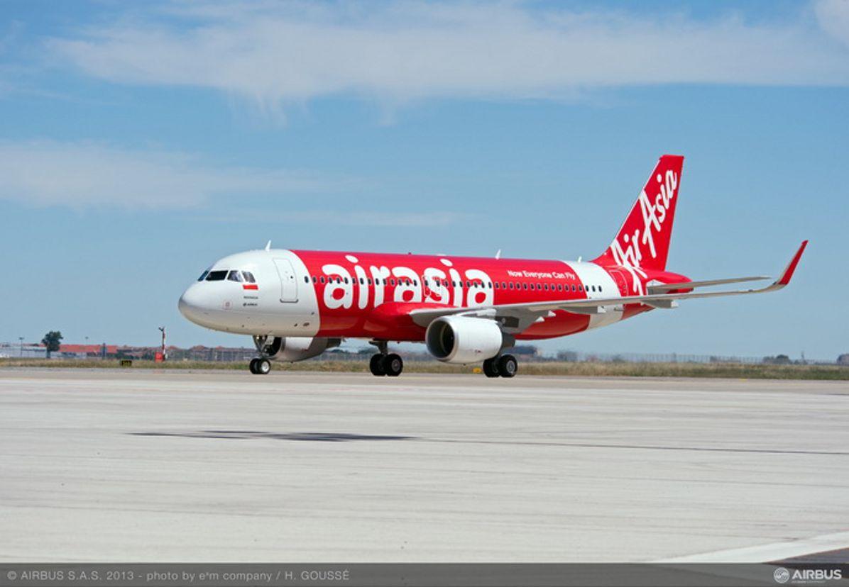 8000 Airbus A320 Air Asia Sharklet 01