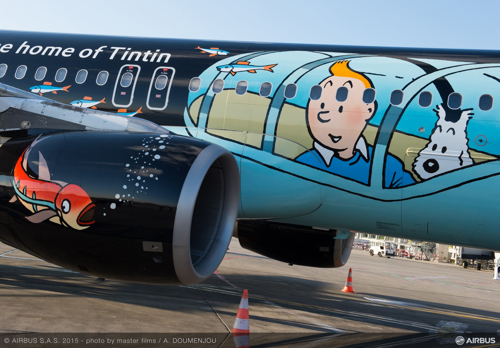A320 Brussels Airlines Tintin at Blagnac-close up fuselage