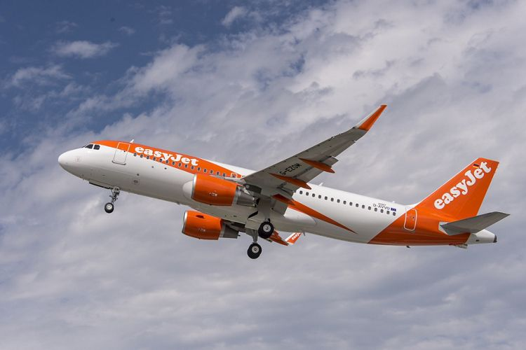 easyJet A320 new livery_2015