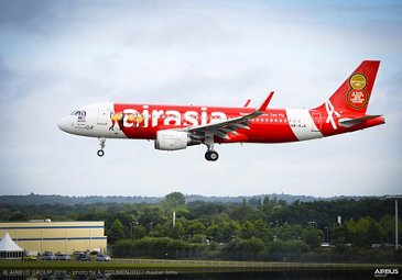 Farnborough Airshow_Day 2_AirAsia A320 arrives 2